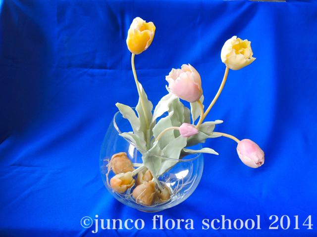クレイ染の花: 優しいチューリップ