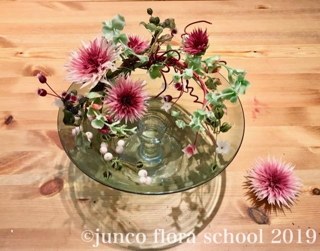 ダリアと木の実のガラスコンポート盛り&ブローチ